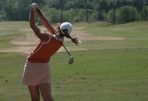 Women_golfer_driver